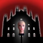 C'è una testa in piazza Duomo